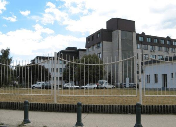 Na slici se nalazi bolnica u Nikšiću