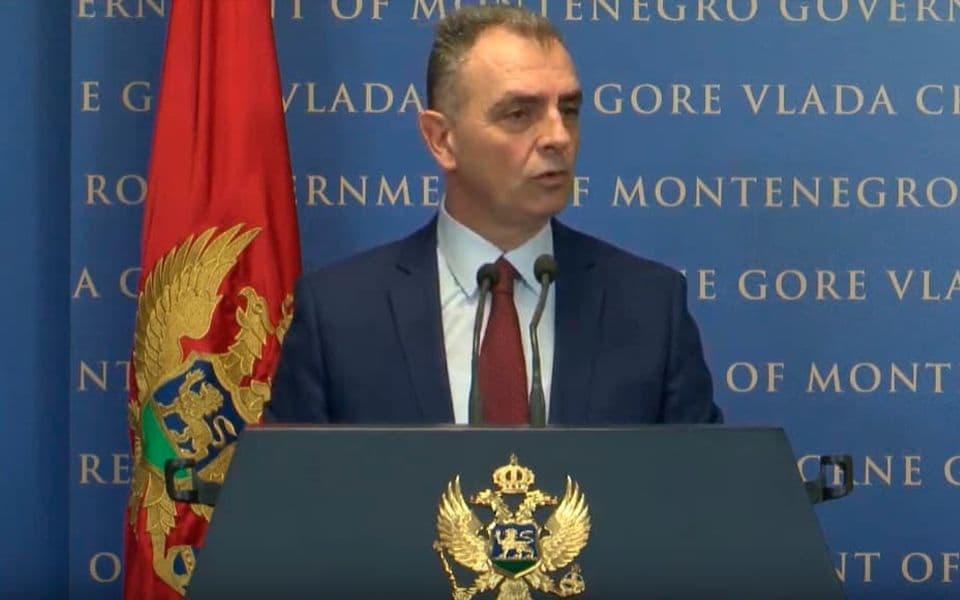 Hrapović: Hvala Vučiću na ponudi da nam donira tri naša respiratora