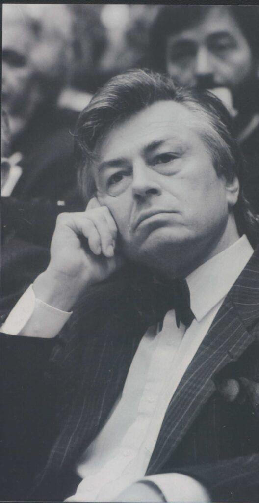Milan Komnenić pisac, esejista