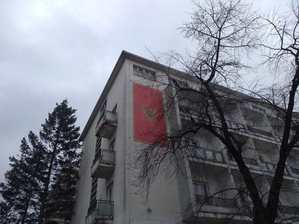 Na hotelu Onogošt postavljena zastava Crne Gore