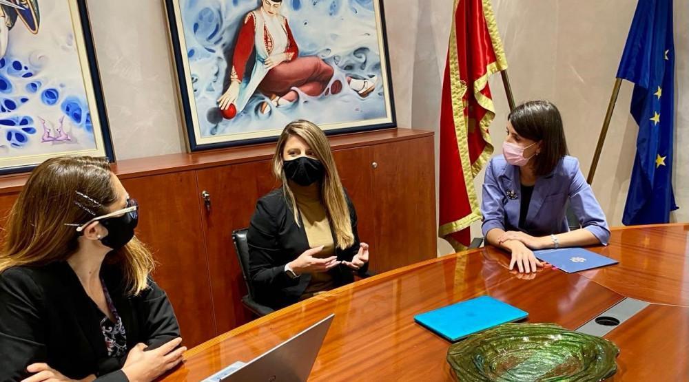Tamara Srzentić, emiteri, pomoć