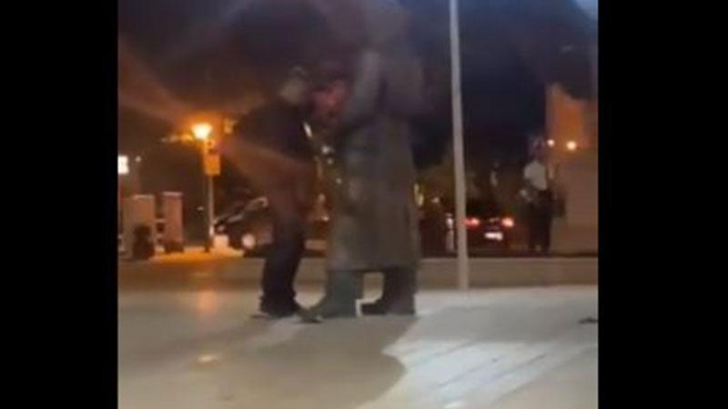 Policija identifikovala muškarca koji je urinirao po spomeniku Ljubu Čupiću